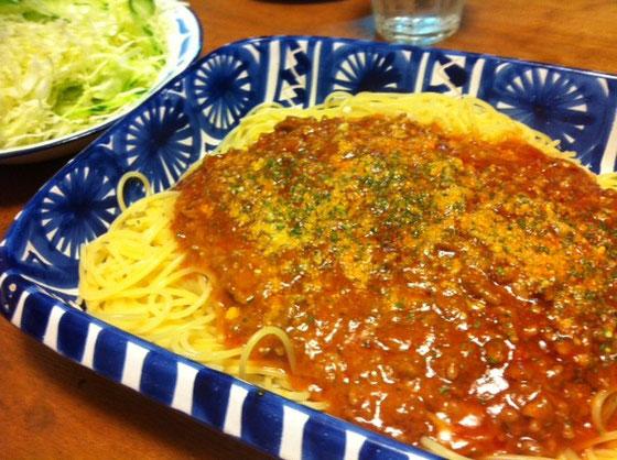 ナポリタンが一番好きなスパゲティだけどミートソースも超好きな俺、、ボロネーゼとは死んでも言いませんw だって雰囲気でないっしょ~ボロネーゼじゃwww 大皿にどさって盛るとむこうっぽいよねwww 超まいう~でした!