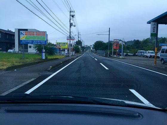 超ローカルな話、、土佐道路を抜けた荒倉トンネル過ぎてから須崎までの道が好きなんですよね~、、時間帯はAM4:00~5:30までの間限定! 略信号にも掛からないしスムーズに走れます♪ で、最大の魅力は、土佐市の街抜けてから3㎞くらい小さなアップダウンが短い間隔で連続してて、緩いカーブも適度にある、、その後、峠に突入していくわけで、遊園地施設の乗り物乗ってるかのような、、楽し~♪ *写真の直線の中だけでもアップダウンが四つあります! **スピードの出し過ぎには気を付けましょう。