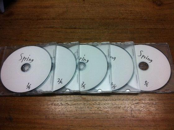 nima.のミュージック担当の和田くんが春用のCDをくれた♪ 1~5まであるけど全部ハマちゃって、、w 和田くんいつセンスのいい音をありがとね~♪