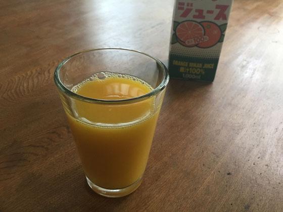 子供の成長期にオレンジジュースが良いらしい。 息子さんも朝からジュースが飲めて大喜び♪ T5ママうちも取り入れましたよんwww