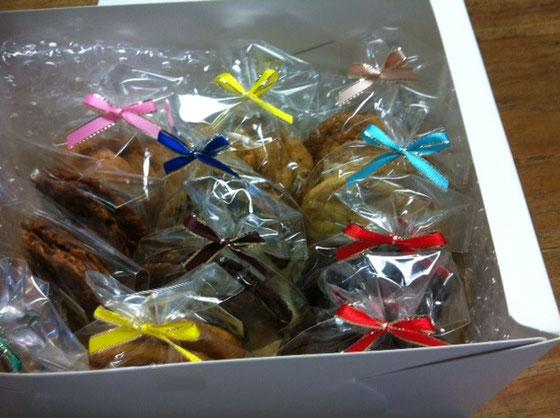 お祝いにとクッキーを頂いた♪ 最近いただき物が多いのでマジ太りそう? 高橋さんありがとうございました。