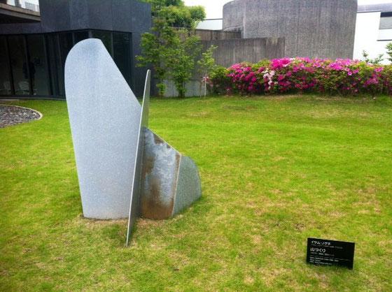 美術館でのイサムノグチの作品、、この作品には惹かれなかったですね~、、自宅の庭に置いた所も想像したけど邪魔なだけかなw