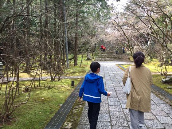 先ず、五台山の展望台でお弁当を食べてから「竹林寺」へ、、、、