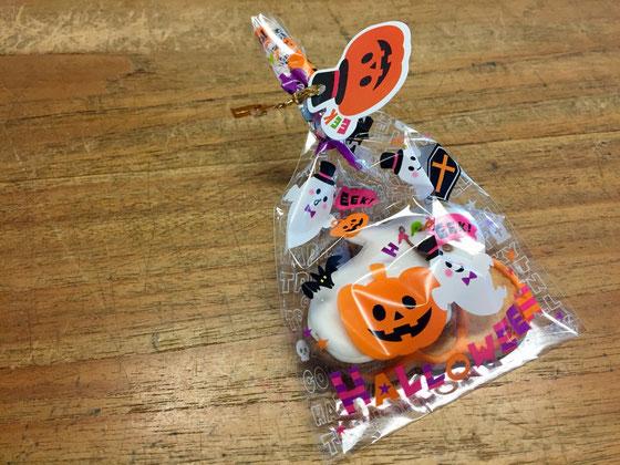 今年は、プライベートでハロウィン感のまったくない31日だったけど、前日、お客様がお菓子を持ってきてくれ、、、ハロウィンに参加してるような気で仕事ができた♪w すげ~単純!(汗)安東さんありがとね♪