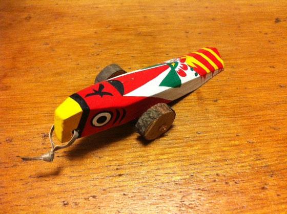 熊本のキジ車です、、はっきり言って好みじゃありませんが、王道な民芸玩具なんで押さえてはいますが2軍扱いにしていますw