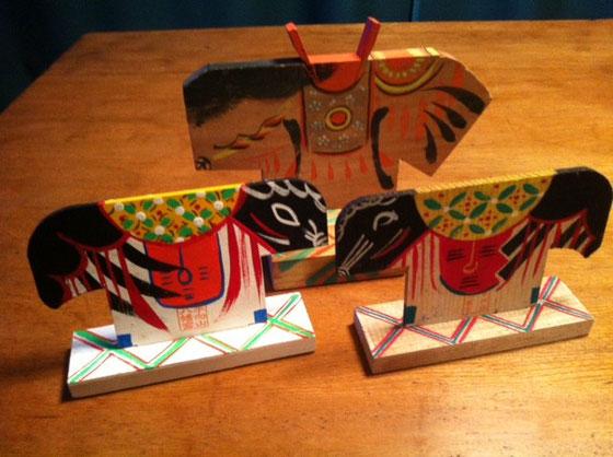 、、、、バージョン違いではありません! 手前二つは奈良の立絵馬です、、、どっちが最初に作ったのか知りませんが明らかにどちらかがマネしてますよねw