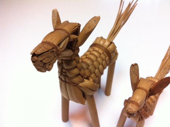 久しぶりに民芸ねた。 キビガラ細工の馬です、、栃木県ですね。