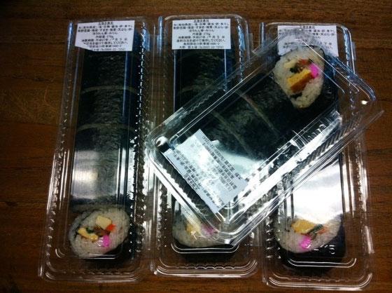 それと巻き寿司♪ これは超好きなヤツ!ww で秋感なくも無いでしょ~? ほんとは、もう一本あったけど哲平がたいらげくらい哲平も好きなんです! 正直言うと以前、哲平は具を全部取って食べてたんですけど、最近はちゃんと食べるようになたくらい「おいしい♪」つって!w 長谷川さんいつもありがとうございます。