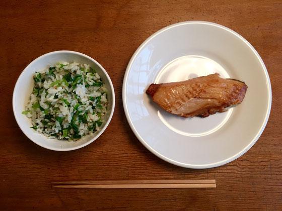 昼は、菜飯と鰈の西京漬けを食べてながらDVDを一本観賞♪