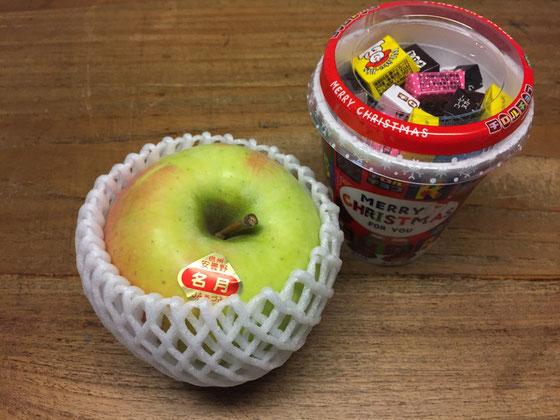 いつもお世話になっているお客様から、「てっぺいくんを見るとチロルを思い出すんよ♪w」てことで息子さんにチロルを頂いた♪ 超よろこんでましたよ! リンゴもまいう~でした♪