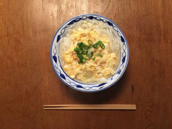 で今朝はシャンタンスープで中華風のかきたまにゅうめんにしてみた♪「美味しいけど、明日は違うのにして、。」って言われた!?(汗)一応気を使ってくれてるんやwww