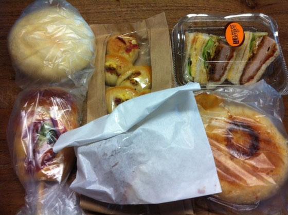 大量のパンを頂いた! おやつに、、朝食に、、、超美味かったです♪ 野崎さんいつもいつもありがとうございます。