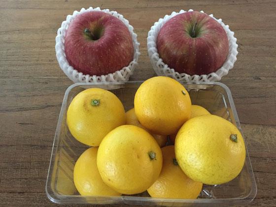 リンゴと小夏をいただいた、、あざーす♪ 昔はリンゴ食べた時のシャコッってした食感が苦手だったけど今はそんなことも無く美味しく思えるようになった♪ 大人やね、。 そう言えば小夏の食べ方ですけど普通はリンゴのようにナイフで皮をむきますよね、、でもうちの親父は普通のミカンのように食べます! その方が美味いらしい!? 青果業をしている人なんでデタラメでもなさそうだけど、、、試した事ないけどどうなんだろ?