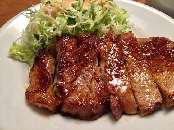 昨日の晩飯、「麻婆大根」って言ってたのに「豚テキ」やし!  前日が焼肉だっただけに、、、美味かったけどちょっとしんどかったかな、。(汗)