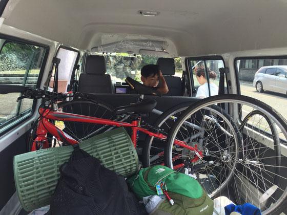 自転車積み込んで帰り支度、、帰りももちろん奥さんの運転で♪