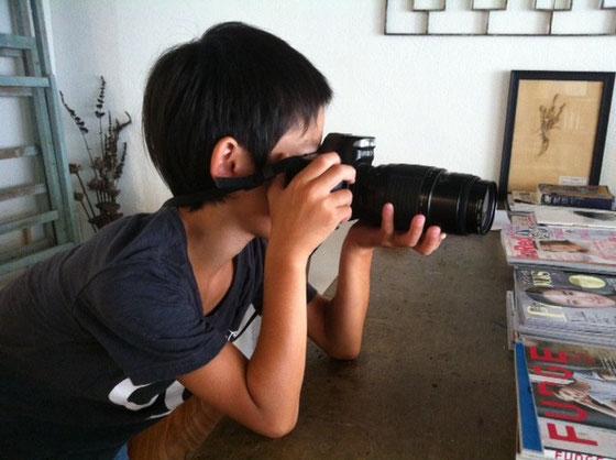 20~2、3のころ買ったカメラです、、何処からか見つけて来て、、w 今は、息子さんのオモチャになってますw 本体が故障してるんで望遠鏡変わりですかねwww