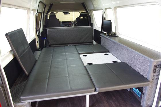 ハイエースS-longでキャンピング車中泊、バイク仕様のオーダー製作例です。
