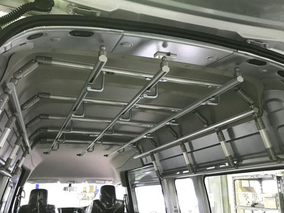 NV350にクリーニング店専用のハンガーパイプを取付けました。