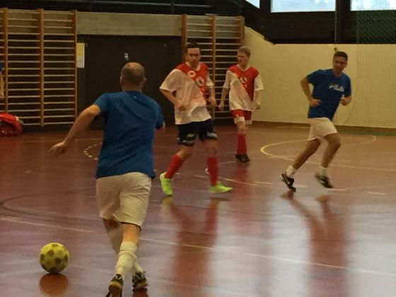 """Hier das Finale zwischen dem Sieger des Hallenturniers """"Super Sonics"""" gegen den FC Landrat Baselland"""
