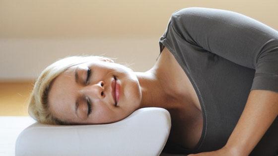 Cuscino Per La Cervicale Come Deve Essere.Come Scegliere Il Cuscino Giusto Per La Tua Colonna Cervicale