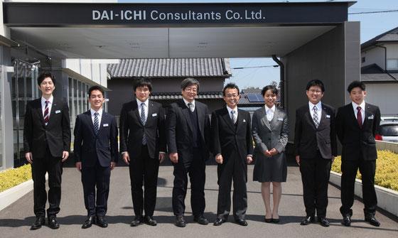右城社長と新社会人6名を含む新入社員7名