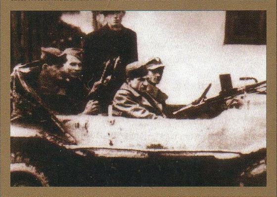 Baja Petar sjedi naprijed a pored njega vozač Donoslav. Dva pratioca pozadi neidentificirani. Čovjek u šeširu je Anto Nujić (Barića) iz Pruda. Fotografija je nastala krajem 1944. ili početkom 1945. godine