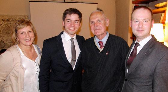 Foto: po prawej Maciej Łobza, p. John C. Roth, p. Adam, Iwona Török