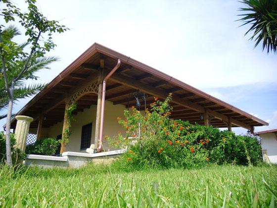 cancelli in legno giardino bricolage : Tettoie in Legno - Re Garden Arredo e Mobili Giardino Casette Legno
