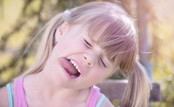 Mundgeruch bei Kind und Baby