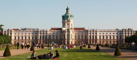Barockgarten vor dem Schloss Charlottenburg im Mai. © Fotografin Helga Karl