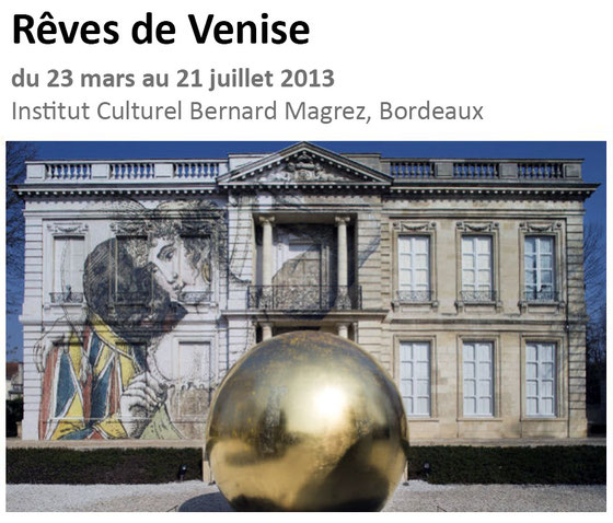 Sur la façade du château une intervention de l'artiste JR. Sculpture de James Lee Byars