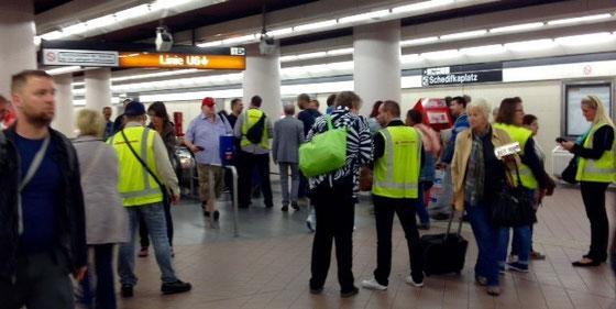 U6でWestbahnhofに近いMeidling駅では、さすがにいつもより厳重に改札チェックが行われていました