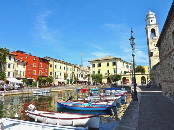 Hafen von Lazise am Gardasee Italien