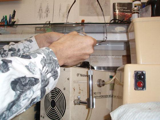 クリングス取り付け部分を熱し、ローを盛る。