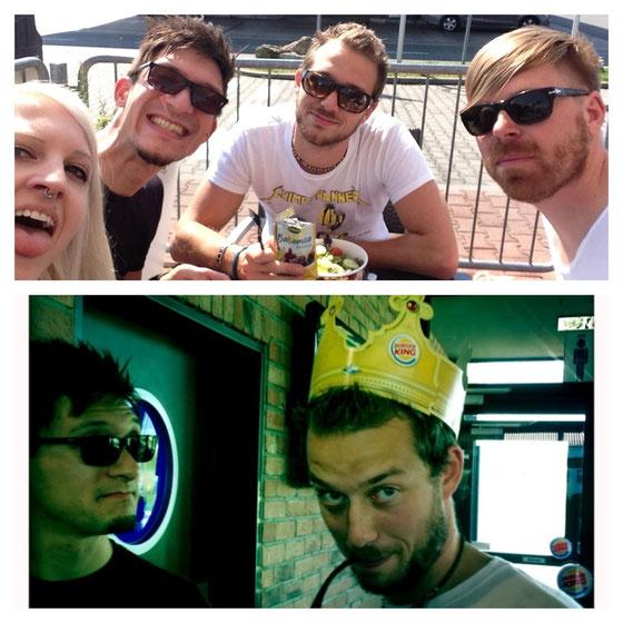 Mila, Till, Leo u A.K. beim Essen. Burgerking