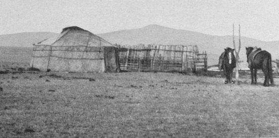 Tente mongole. Fernand Grenard (1866-1942) : Haute Asie. [Mongolie, Turkestan chinois, Tibet]. Deuxième partie du tome VIII de la Géographie Universelle. Armand Colin, Paris, 1929.