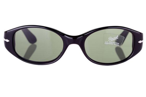 Occhiali da sole donna Persol Modello: 2525-S. Colore: 95/31 nero. Colore lenti: grigio verde. Calibro 50-19. Forma: Ovale. Materiale: plastica. Protezione UV 100%