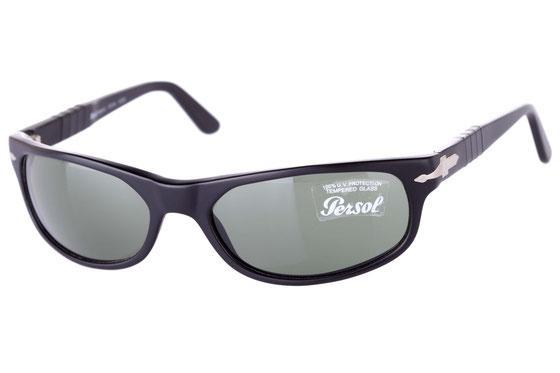 Occhiali da sole uomo Persol Modello: 2604-S. Colore: CC/31 nero opaco. Colore lenti: marrone. Calibro 57-18. Materiale: plastica. Protezione UV 100%