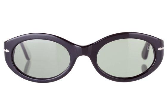 Occhiali da sole donna Persol Modello: 2573-S. Colore: 95/31 nero. Colore lenti: verde. Calibro 51-21. Forma: Ovale. Materiale: plastica. Protezione UV 100%
