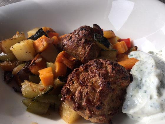 Hier sehen Sie das Backergebnis Fleisch und Gemüse aus der Ofenhexe.