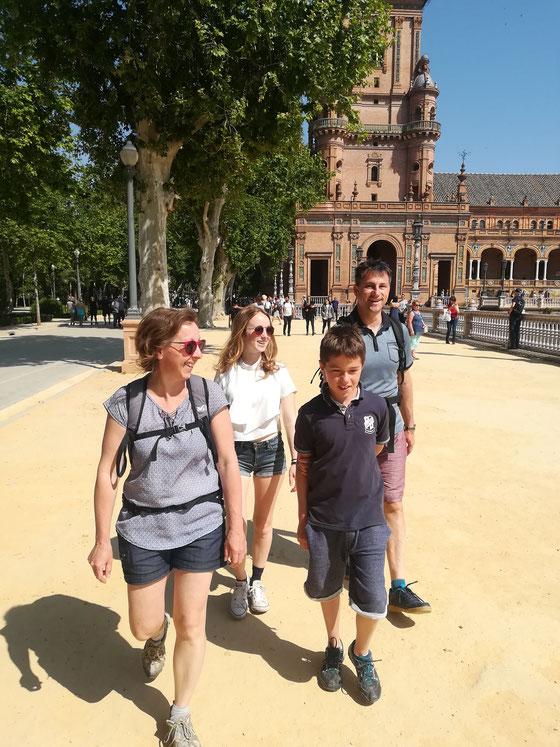 Visite à pied en français en famille, Plaza de Espana