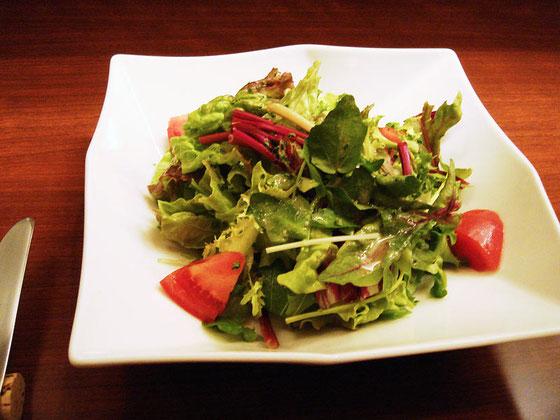 <グリーンサラダハーフサイズ> え~これでハーフなの?お野菜たっぷり~