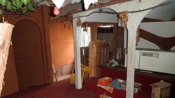 工事前の様子。内装も崩れ、スペースとして使えるような状況ではなかった。