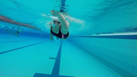 schwimmen kraulen kraulschwimmen römertherme schwimmbad freibad hallenbad triathlon triathletin