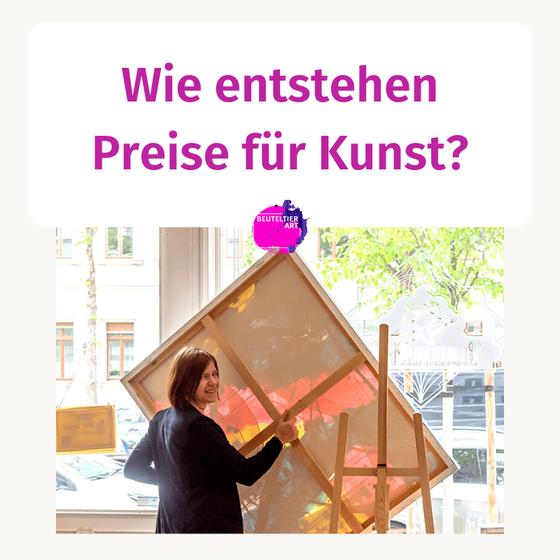 Wie entstehen Preise für Kunst? Im Foto Galeristin Susanne Höhne mit Gemälde