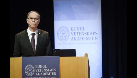 Jean Tirole reçoit son prix Nobel
