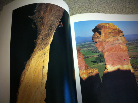 アメリカ、ヨーロッパ、アジア、オーストラリアの4大陸でのクライミング写真集なんですが、クライマー以上に自然にフォーカスを合わせたような感じで◎