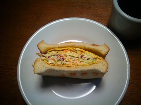 雑誌に美味しそうなサンドイッチが載ってたんで作ってみた、、ボリュームあり過ぎて朝からはしんどいわ、。 普通が一番だと再確認www
