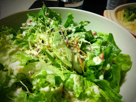 サラダ~一応ドレッシングも自家製で、、、単に無かったからですけどね、。