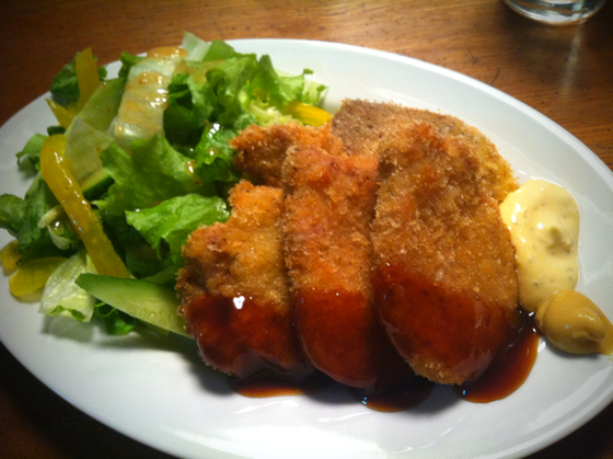 昨晩の夕食♪ 鳥、豚、魚のミックスフライで、思わずテンション上がっちゃったんですけど、単に冷凍庫の整理料理なだけでしたwww